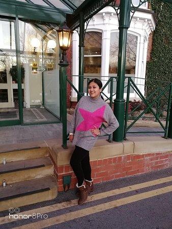 Parkmore Hotel: Posing outside