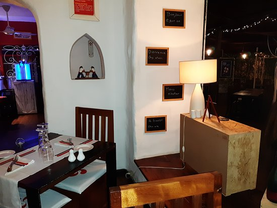 Le restaurant est doté d\'une terrasse couverte et aussi de ...