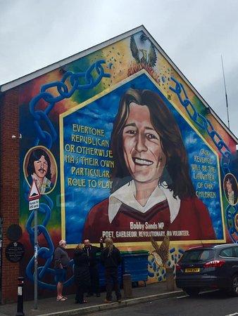 Recorrido turístico en autobús con paradas libres por la ciudad de Belfast con pase de 48 horas: Mural