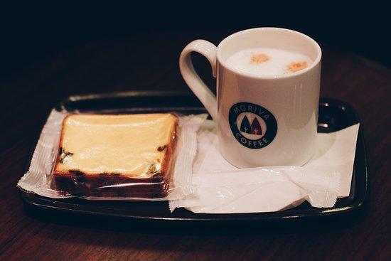 Moriva Coffee Ikebukuro Ni chome: Cappuccino and banana cake