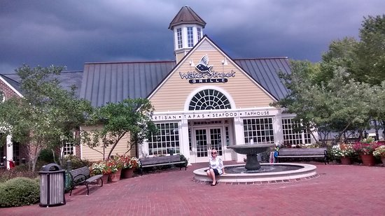 Water Street Grille: Front entrance with rain clouds looming