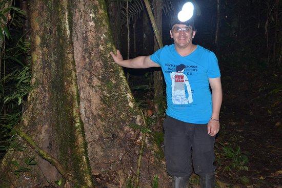 Loreto Mocagua, Colombia: Otra de las cosas que no tiene precio caminar en la noche por la selva amazonica. gracias a mi guia por llevarme al arbol de la luz eso lo llevo en mi mente.