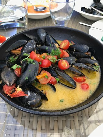 Mussels in a delicious broth