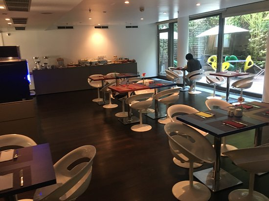 Lanchid 19, Budapest: breakfast room - dark, tacky, plastic chairs