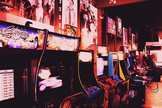 Barrie, Canada: Arcades and Pinball all free to play with a $5 cover and 2 for 1 specials on Tues and Weds.