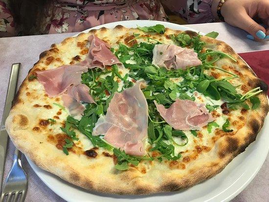 Muccia, Italia: Pizzeria Da Nonna Papera