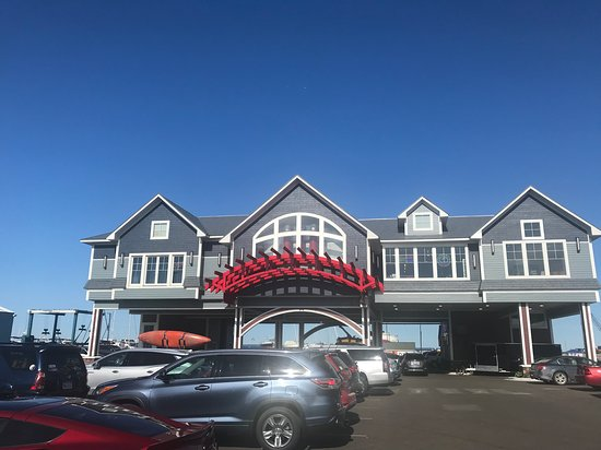 The Hook Lakeside Grill: Restaurant building