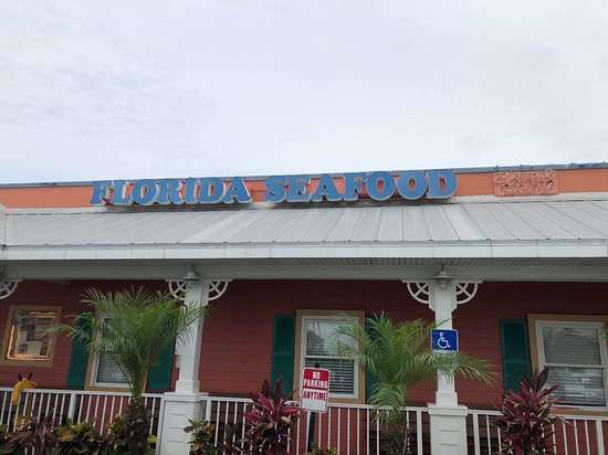 Florida's Seafood Bar & Grill: Outside