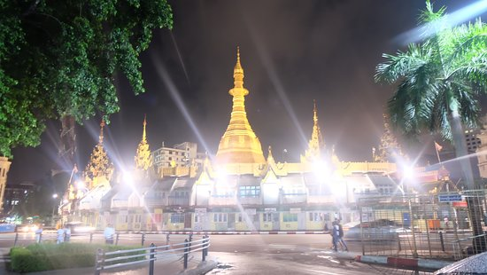 Impressive location, you can visit SULE temple at anytime when you stay in Pullman, especially at night, the light of Sule so charming !
