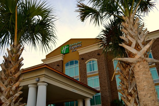 Holiday Inn Express & Suites - Charleston Airport & Convention Center