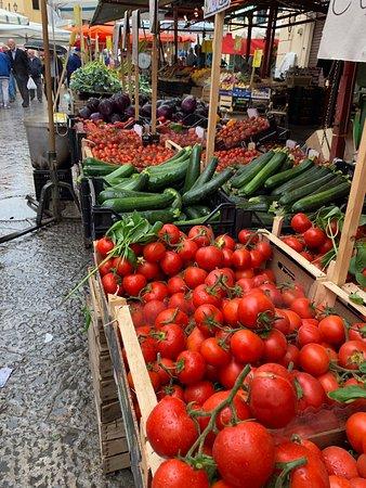 Secret Italia Tours - Small Group Tours & Private Excursions: Many beaut markets!