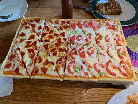 Pizza de peperoni y mexicana