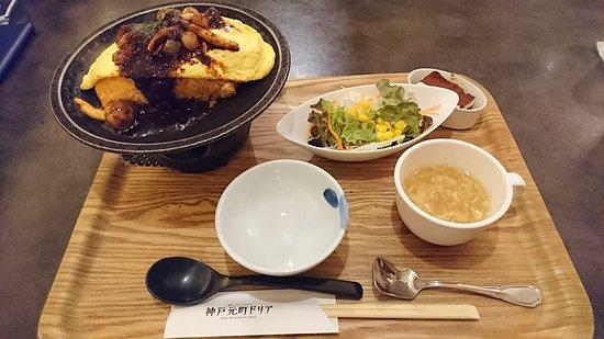Kobe-Motomachi Doria Ami Premium Outlet: 日式蛋包飯專賣店炸豬排蛋包飯定食