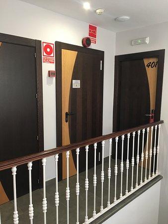 habitación ruidosa al lado del cuarto motor ascensor
