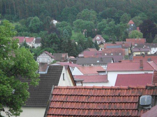 Vom Zimmer aus hatten wir eine Aussicht auf das ganze Dorf
