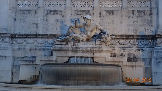 Roma. Fontana Dell'adriatico (Aprile 2019)