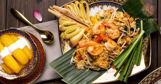 """Phad Thai Koong Sod"": Stir-fried noodles with prawn and tamarind sauce"