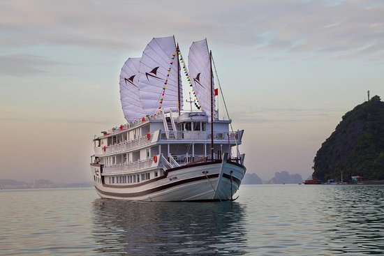 Vietnam Tour Tailor Company: Overview Signature Royal Cruise