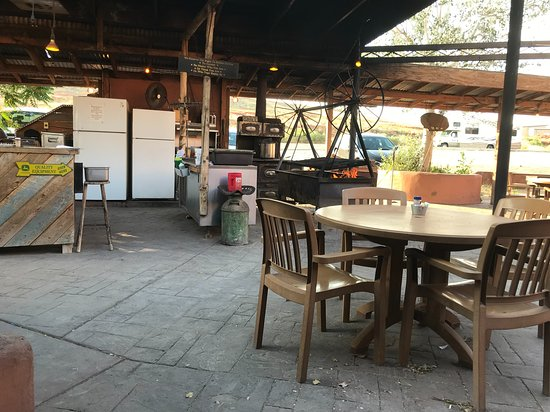 Mexican Lodge Swingin' Steaks Restaurant: The swinging grill over the fire