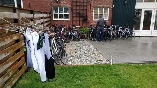 Holwerd, Nederland: Trying to dry cyclingclothes in the rain :)