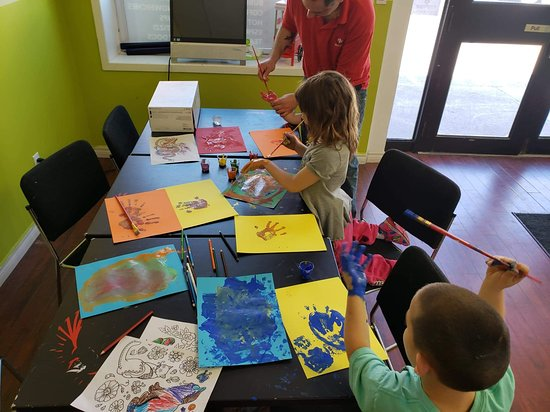 Norwood, Canada: Finger painting kids art program