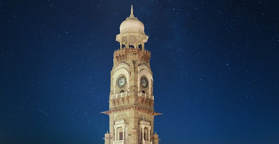 VICTORIA CLOCK TOWER Ajmer is a city that has seen major influence from the British in its past. Some buildings are located in the heart of Ajmer, one that immediately catches the eye of the visitor is the Victoria Jubilee Clock Tower. Located just opposite the railway station in Ajmer, the monument is an imposing clock tower that was built back in 1887. It is particularly well-known for its architectural beauty, and is quite an impressive example of British architecture.