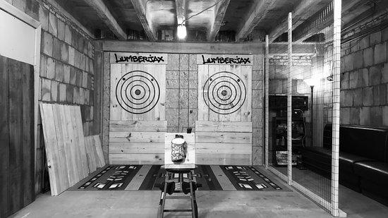 Lumberjax Urban Axe Throwing