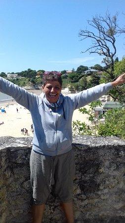 Arces Sur Gironde, Frankrike: la patronne et sa bonne humeur  un rayon de soleil!!