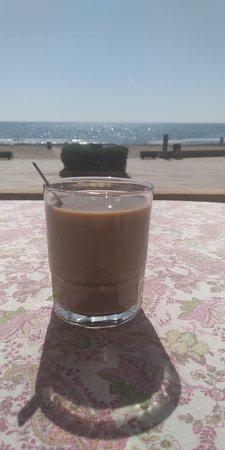 Port Saplaya, Hiszpania: Desayuno en la terraza
