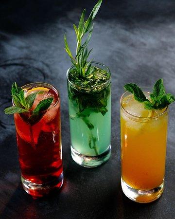 Ассортимент прохладительных напитков и лимонадов
