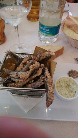 Frascaro, Italie : Fritto di acciguhe (fresche) con salsa di accompagnamento