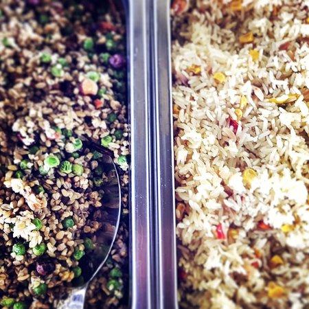 Von Montag bis Freitag servieren wir Lunch-Buffet mit täglich wechselnden Gerichten. Vegetarische Speisen garantiert!