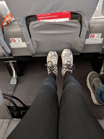 Norwegian: I'm 5'11 and this was my legroom!!
