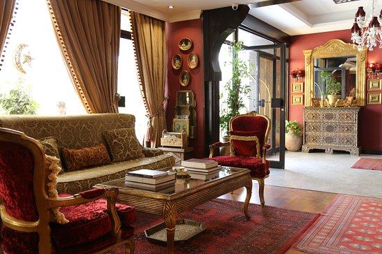Gondola Hotel and Suites