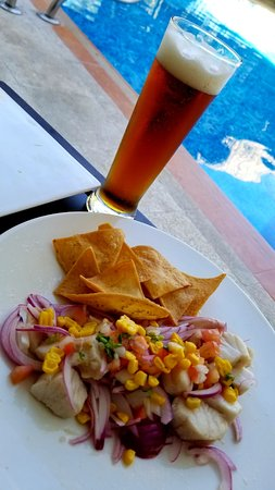 Hidden Beach Resort: Ceviche and a cold one on our terraza