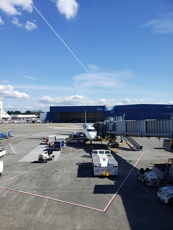 American Express Centurion Lounge: Re-route Vancouver