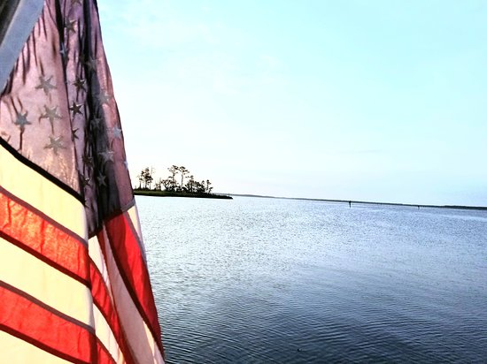 Belhaven, Carolina del Norte: Sunrise view from our boat at Dowry Creek Marina