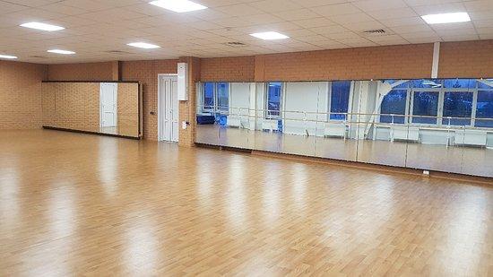 Borovichi, Russia: Для занятий по хореографии есть возможность разовых посещений или при приобретении абонемента.