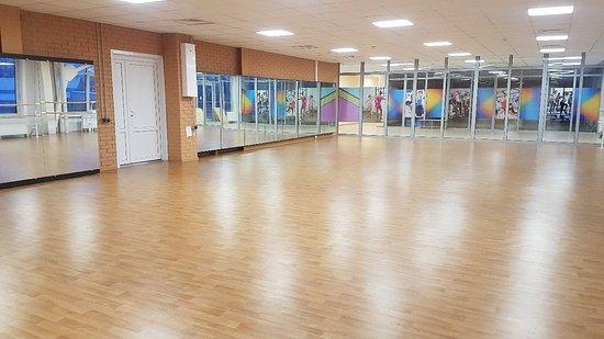 """Borovichi, Russia: В ФОК """"Металлург"""" находится хореографичейский зал. Для занятий по хореографии действуют разовые посещения или приобретение абонемента!"""
