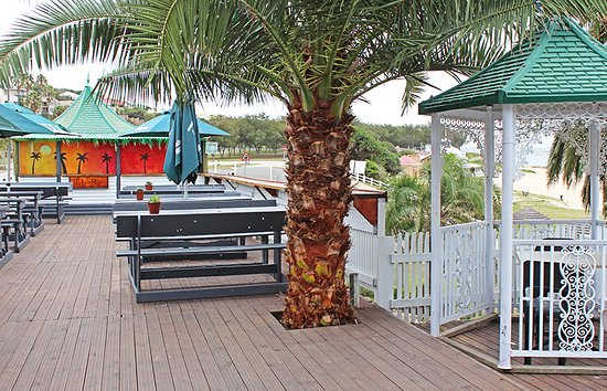 The deck area - good for sundowners!