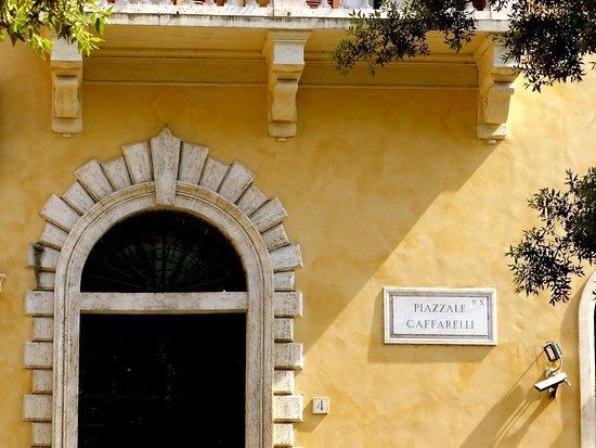 Piazzale Caffarelli 4