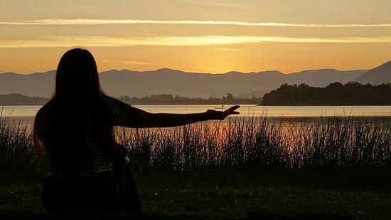 Barra de Ibiraquera, SC: E o nosso Sunset ontem foi assim, cheio de magia e mistério.