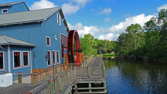 Disney's Port Orleans Resort - Riverside: The mill houses the food court and shopping