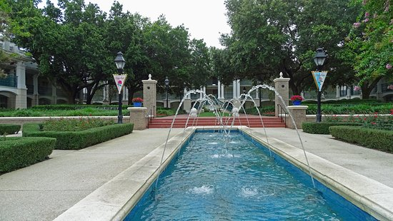 Disney's Port Orleans Resort - Riverside: One of the fountains at the resort