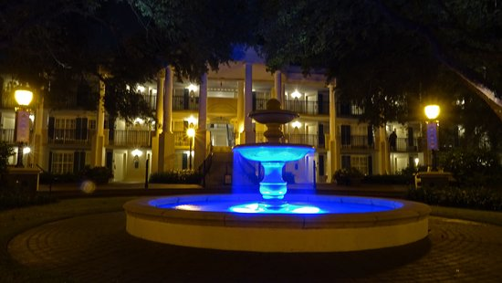 Disney's Port Orleans Resort - Riverside: One of the fountains at night