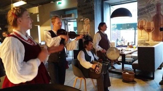 Folk dinner Vilnius  - fun music and great tastes #Lithuanianrestaurant #dances #livemusic