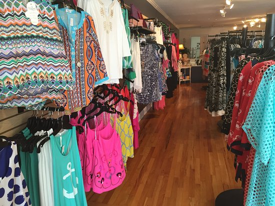 Four Oaks, NC: Southern Roots Boutique