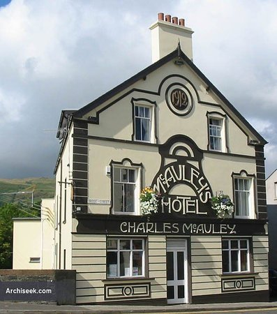 Carnlough, UK: McAuleys - The Bridge Inn