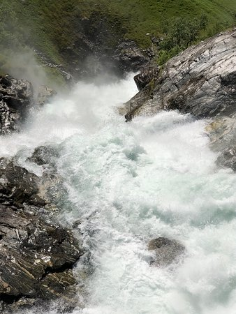 Geiranger Skywalk - Dalsnibba, Europe's highest fjordview 1500 m: Waterfalls along the road