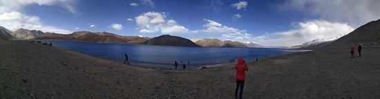 Tangtse, India: Indian side of Pangong tso (Lake)